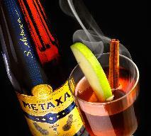 Ciepłe drinki z brandy - jak zrobić hot drinki z Metaxą?