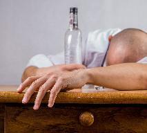 Jak leczyć zatrucie alkoholem: domowe metody na kaca