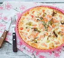 Zapiekanka z łososiem i krewetkami: przepis na bardzo smaczne danie postne [WIDEO]