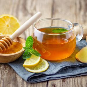 Domowy miodek cytrynowo-imbirowy na ból gardła i przeziębienie