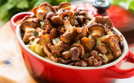 Aromatyczne grzyby z ziemniakami na bezmięsny obiad