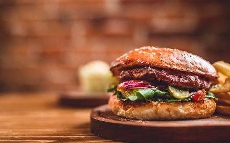 Hamburgery a'la Magdy Gessler: przepis [DODATKOWY PRZEPIS NA WIDEO]