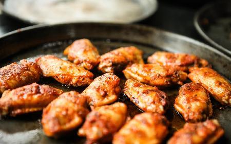 Pieczone skrzydełka na słodko z sosem morelowym [sprawdzony przepis]