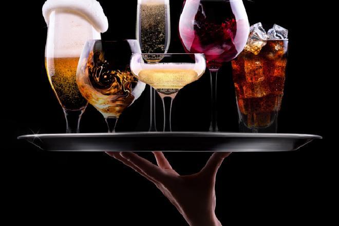 Co jeść i pić na kaca? Jak zmniejszyć skutki zespołu dnia następnego?