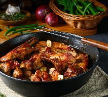Idealnie soczyste żeberka wieprzowe z czosnkiem i sosem BBQ