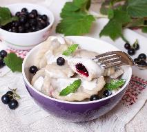 Pierogi z porzeczkami: łatwy przepis na pierogi z owocami [WIDEO]