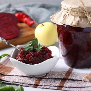 Ukraińska ikra z buraków i jabłek na zimę: smaczny dodatek do obiadu
