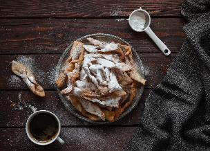 Dietetyczne faworki z piekarnika: przepis na pieczony chrust
