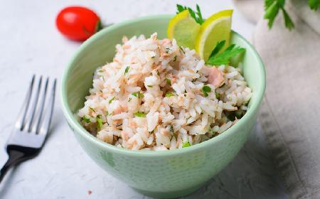 Sałatka gruszkowa z tuńczykiem i ryżem