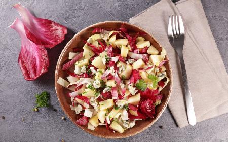 Sałatka z cykorii i jabłek - pyszna i odświeżająca porcja witamin