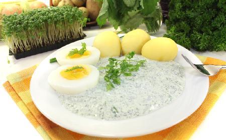 Jaja w zielonym sosie frankfurckim [przepis na wielkanocne jaja]