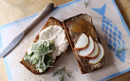Pasty do kanapek - proste, eleganckie, pyszne! Przepisy Agaty Wojdy [WIDEO]