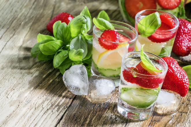Lemoniada truskawkowa: letnie orzeźwienie [przepis]