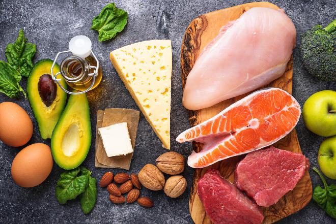 Dieta ketogenna: dieta bogatotłuszczowa i ubogowęglowodanowa tylko pod kontrolą lekarza