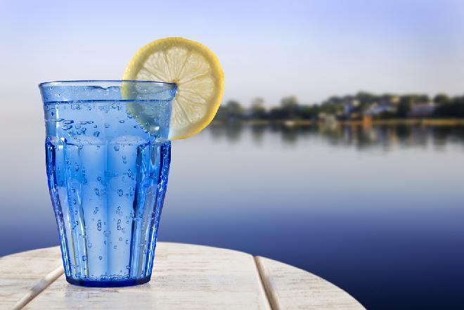 Woda sodowa: historia, skład chemiczny, właściwości wody gazowanej