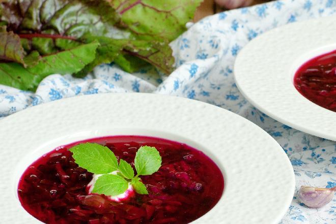 Barszcz ukraiński jarski: przepis na barszcz bez mięsa